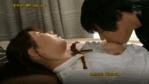 ブラジャーをずらし乳首を舐める