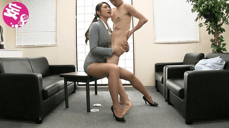OLのスーツ姿でザーメンをぶっかけられる小早川玲子のTバックずらしハメ着衣sex